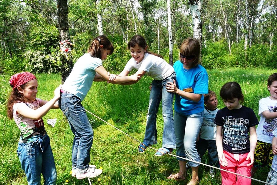 Простые конкурсы для детей на природе