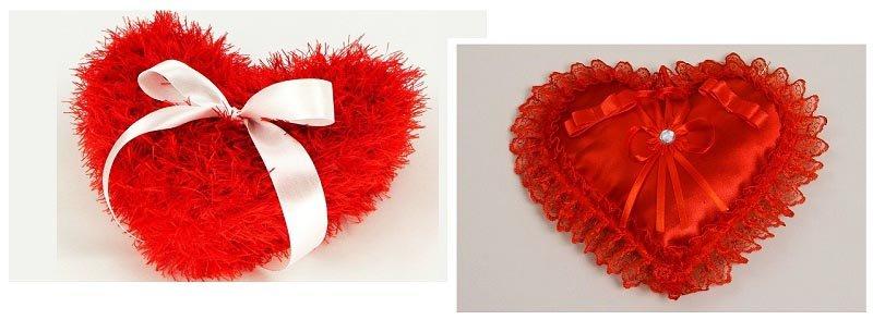 фото подушечек для колец в форме алого сердца: оформление свадьбы в красном цвете