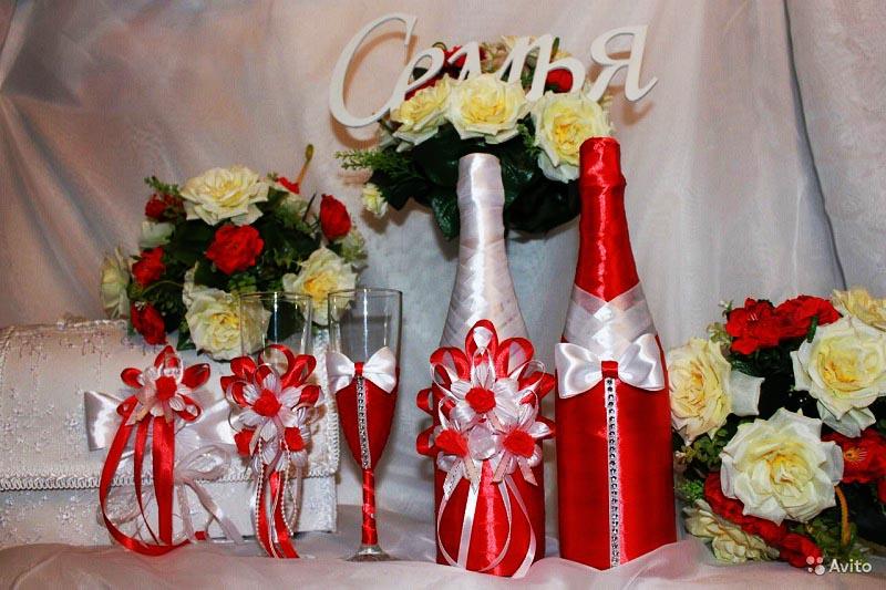 фото красивого украшения стола: оформление свадьбы в красном цвете