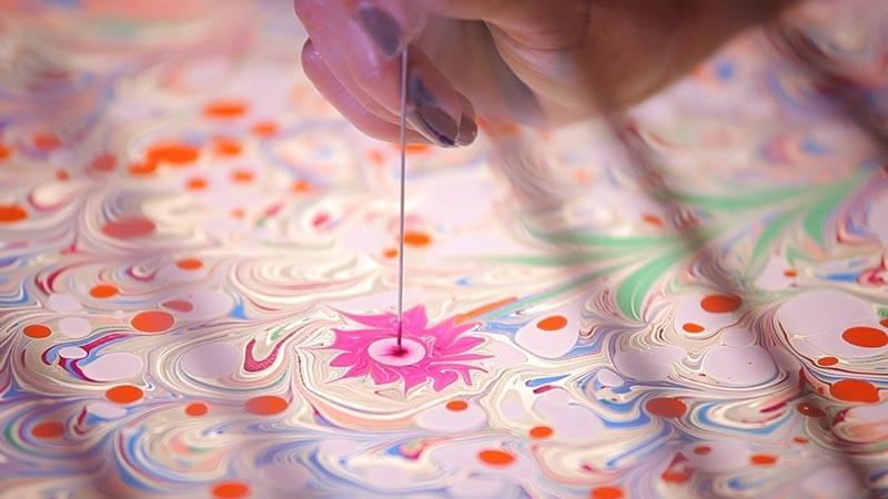 фото водной анимации на детский праздник: шоу эбру в подарок