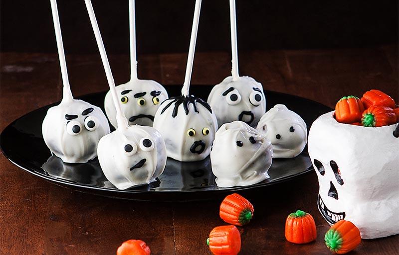 фото пирожных на палочках: сладкое оформление хэллоуина