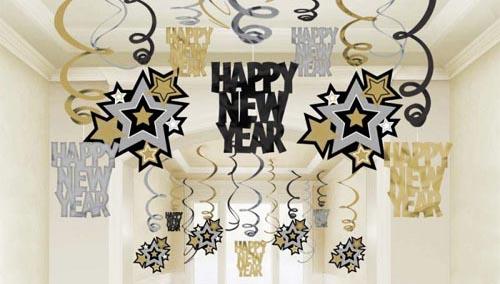 фото бумажного украшения: оформление новогоднего корпоратива