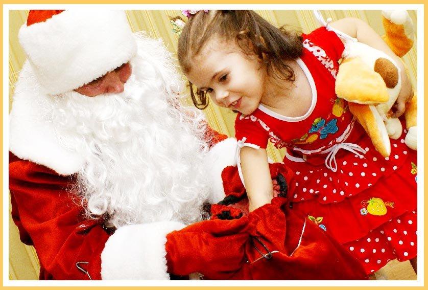 фото Деда Мороза с маленькой девочкой: заказать деда мороза и снегурочку в детский сад