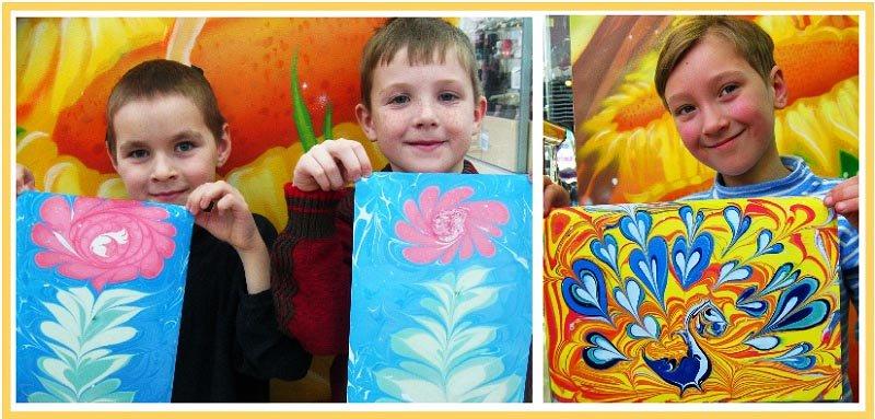 фото детей держащих готовые рисунки эбру: мастер-класс эбру на детский праздник