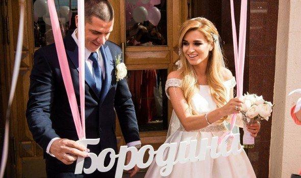 Прощание с девичьей фамилией: 5 идей для креативных невест
